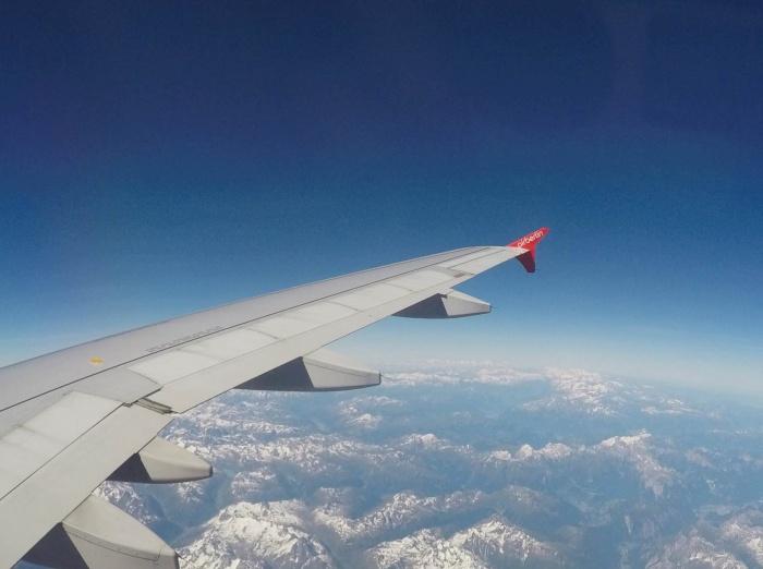 Bild: Blick auf die Alpen mit ihren schneebedeckten Berggipfeln