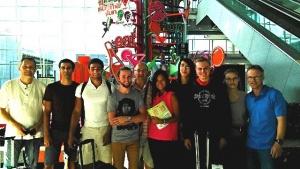 Das französische und deutsche Team; In der Mitte die freiwillige Helferin Jo; Quelle Jo