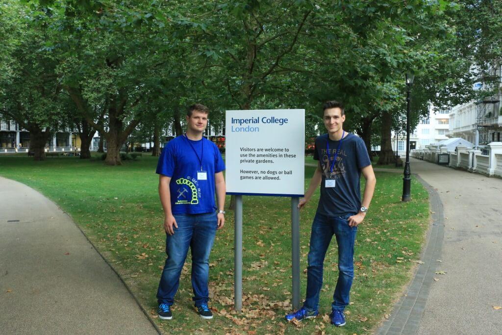 Alexander Rotsch und ich auf dem Gelände des Imperial College