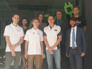 Die Jugend forscht Delegation beim Unternehmen ThaiGerTech.