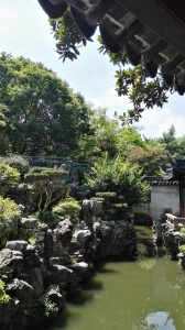 Traditionelle Chinesische Gartenarchitetkur im Yu-Garten