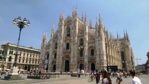 """Das Mailänder Wahrzeichen - der weiße """"Duomo di Santa Maria Nascente"""""""
