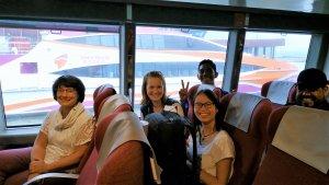 In der Fähre von Hong Kong nach Macao befanden sich auch andere internationale Teams, wie z.B. aus Columbien (Foto).